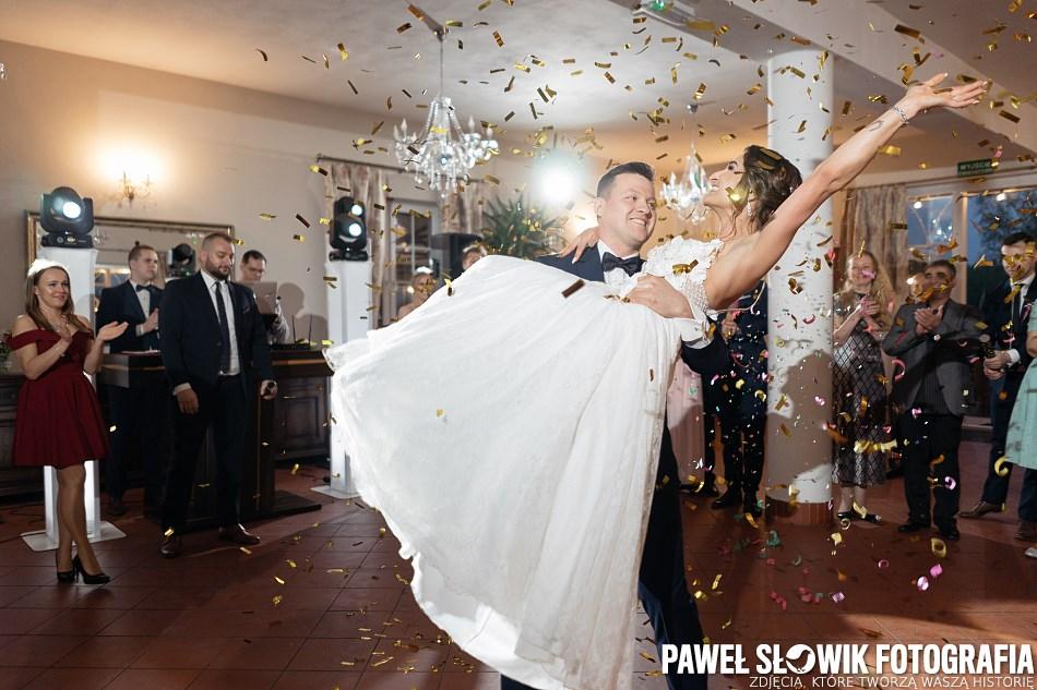 czym błyskać na sali weselnej